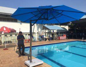 Dù che nắng cho không gian hồ bơi